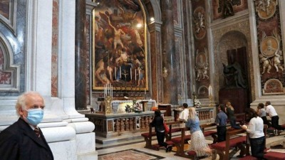 Francisco reabrió al público la Basílica de San Pedro tras dos meses de cierre