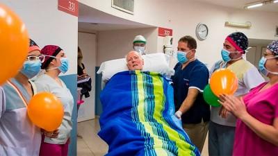 Conmovedor: el alta del sanatorio del profesor que padeció coronavirus