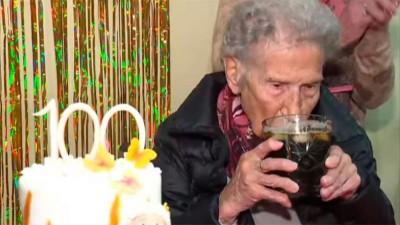 Cumplió 100 años y reveló su secreto para la longevidad