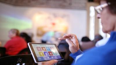 Entregarán tablets a jubilados, titulares de la AUH y monotributistas sociales
