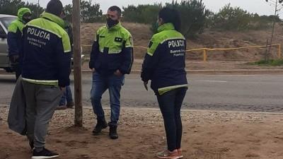 Cuarentena: se disfrazó de policía y simuló trabajar en Villa Gesell para ver a su novia