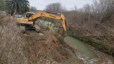 Etapa final de la limpieza y ensanchamiento del Arroyo Crespo