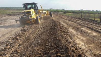 Se trabaja en el mantenimiento de accesos y trazas costeras en localidades del departamento Diamante