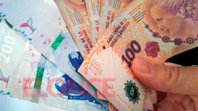 Algunos beneficiarios de la AUH cobrarán extra de $23.000 en diciembre
