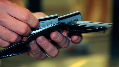 Tener una tarjeta de crédito pasó a costar hasta más de $ 1000 por mes