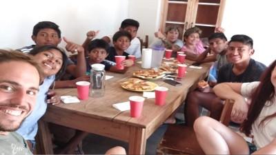 La conmovedora historia de Diego: dejó Recoleta, se mudó a Gualeguay y adoptó a siete hermanos que le cambiaron la vida