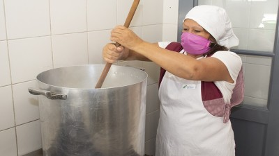 La copa de leche volverá a implementarse gradualmente de manera presencial en las escuelas de la provincia