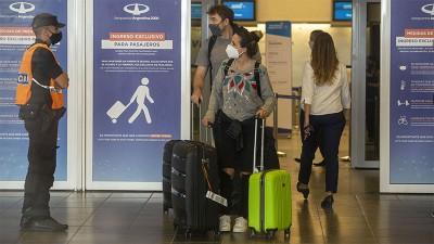 El Gobierno evalúa mantener el límite de ingreso de pasajeros al país