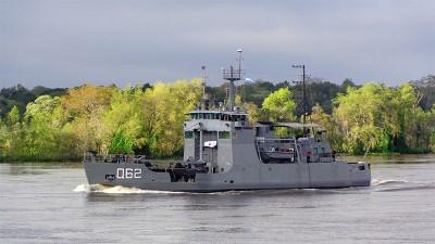 Dos buques de la Armada comenzaron campaña socio sanitaria en el río Paraná