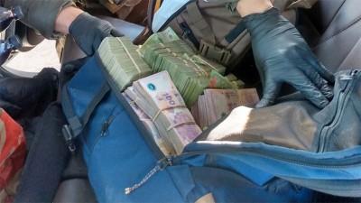 Viajaban en auto con más de 10.000.000 de pesos y 31.000 dólares