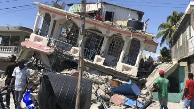 Confirman 1.297 muertos en Haití y cientos de personas atrapadas