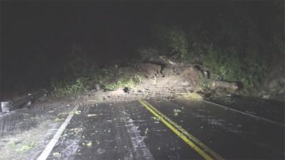 Impactante alud en Villa La Angostura cortó el tránsito sobre la Ruta 40