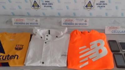 Sextorsión: por fotos íntimas anciano pagó 5 mil pesos y camisetas del Barcelona