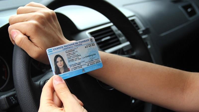Licencias de conducir: se podrá hacer el trámite también por la tarde