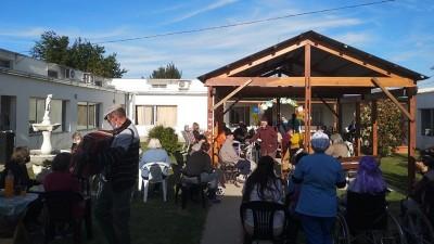 Las y los abuelos del Hogar recibieron la primavera junto a sus familias