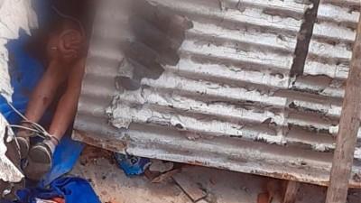 Estremecedor video de niño atado en el patio de su casa: Por favor, tengo frío